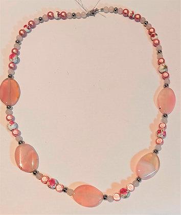 Collier pierres semi-précieuses agate rose/porcelaine/perles magiques