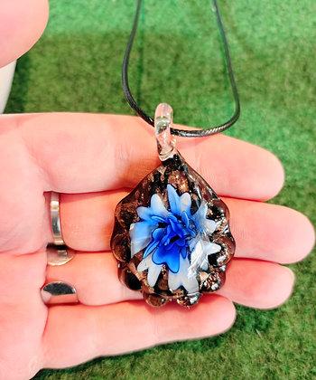 Tour de cou cordon noir verre de Murano fleur bleu