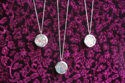 Colliers médaillon de perles