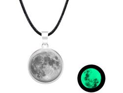 Collier lune phosphorescent