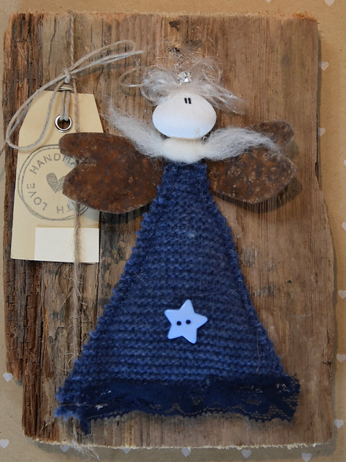 Engel auf Holz dunkelblau