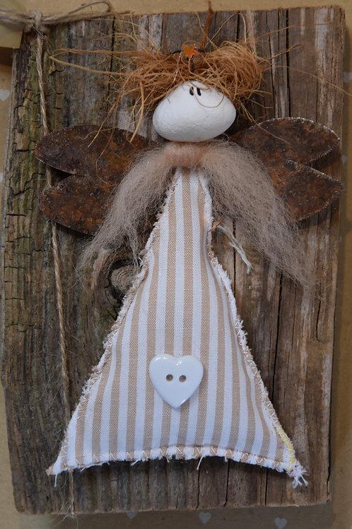 Engel auf Holz beige gestreift
