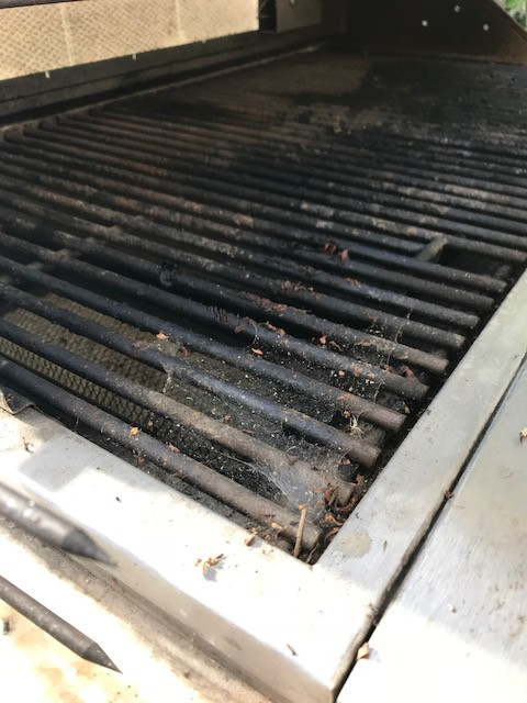 Dirty grill needs cleaning