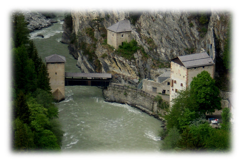 גשר, נהר, מנזר