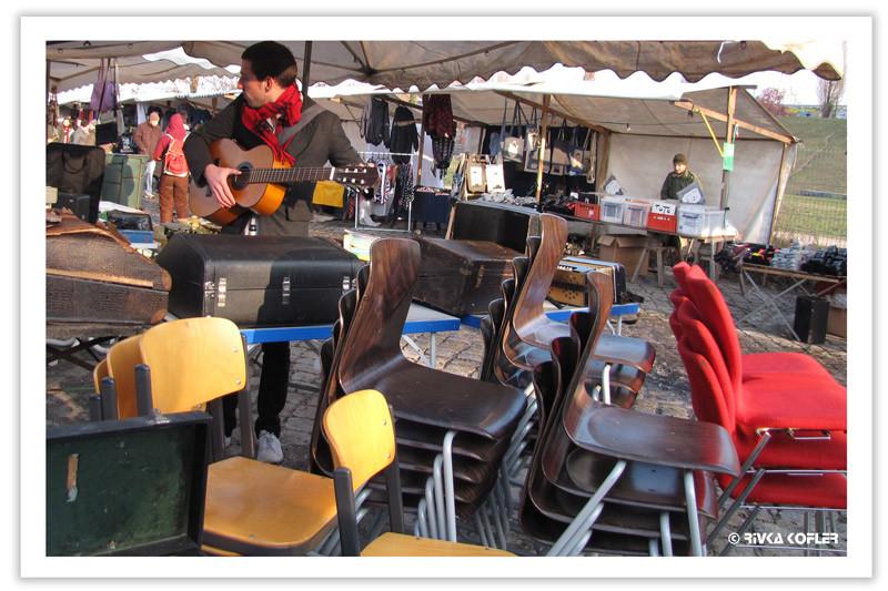 כסאות בשוק הפשפשים
