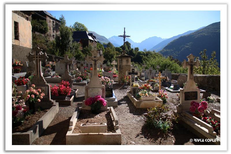 בית קברות עם נוף