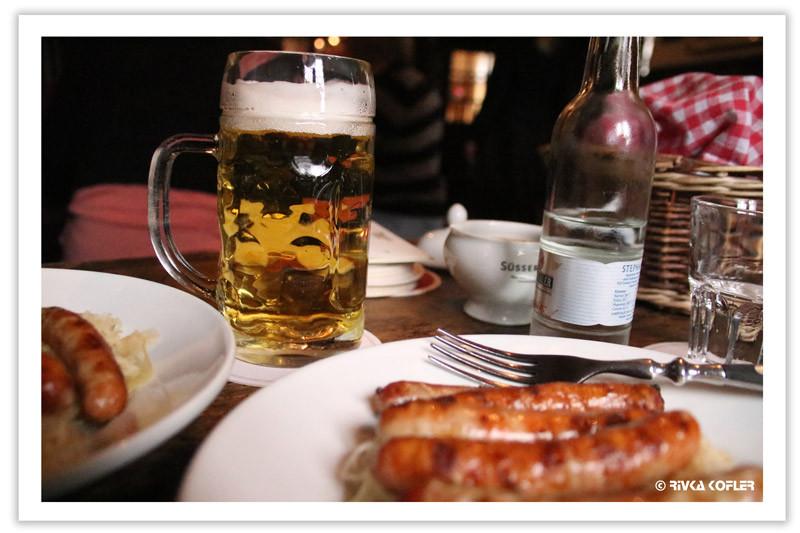 נקניקיות ובירה