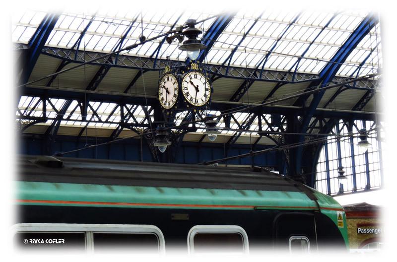 שעון תחנת הרכבת, קרון רכבת