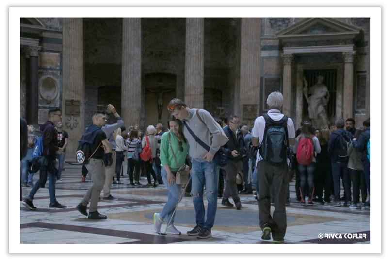 תיירים בפנתאון ברומא