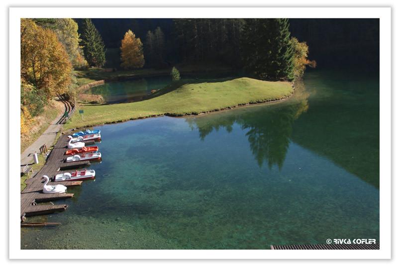 האגם חלק כמראה