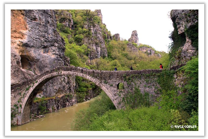 גשרים אל העבר
