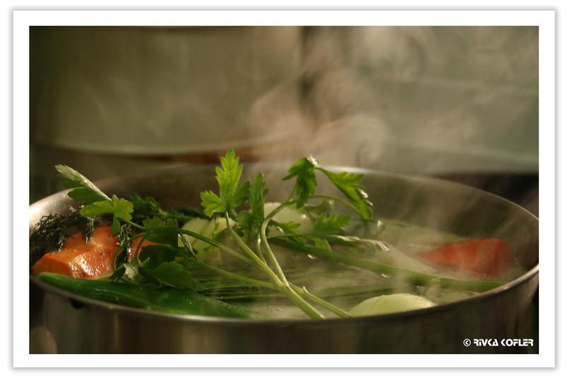 מרק עוף בסיר