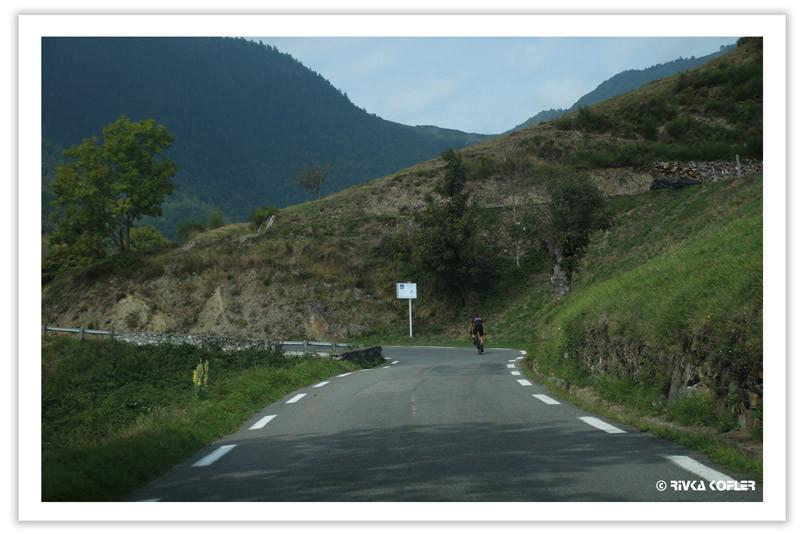רוכבי אופניים ואופנועים