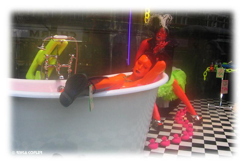 בובה באמבטיה