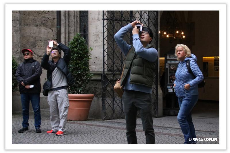 תיירים מצלמים