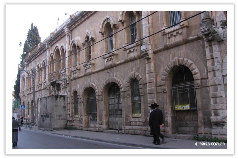 רחוב בירושלים, שני גברים חרדים