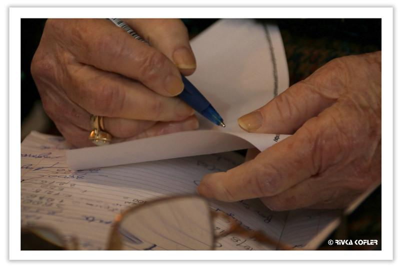 ידיים כותבות
