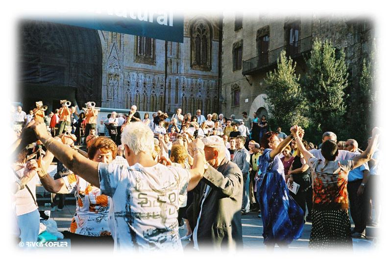 ריקודי סארדנה בככר העיר העתיקה
