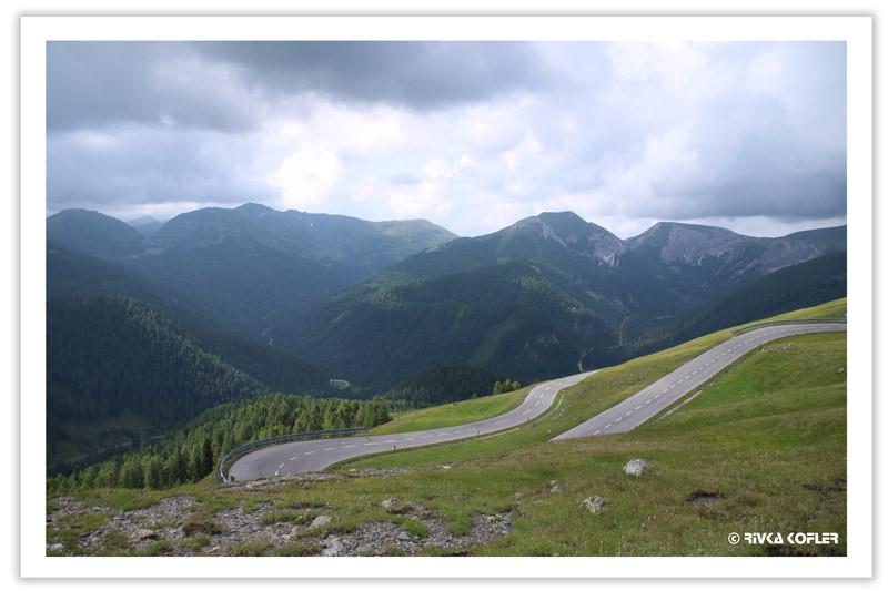 נוף הרים, כביש מפותל