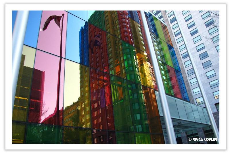 בניין זכוכית צבעוני