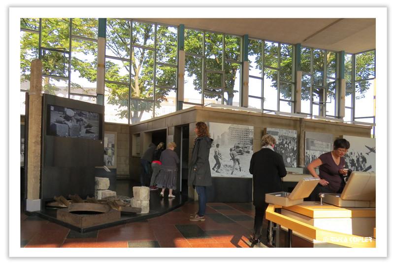 תצוגת תמונות במוזיאון