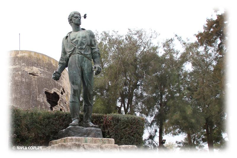פסל מרדכי אנילביץ