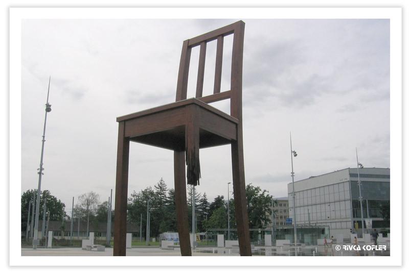 הכסא השבור, ג'נבה