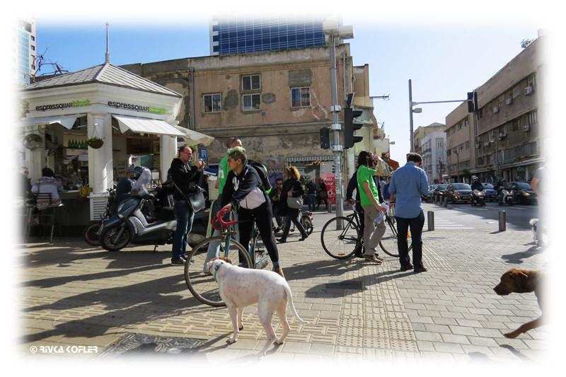 אנשים עם אופניים