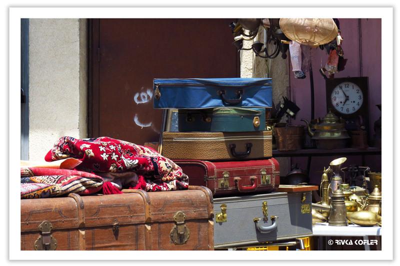 מזוודות בשוק הפשפשים בחיפה