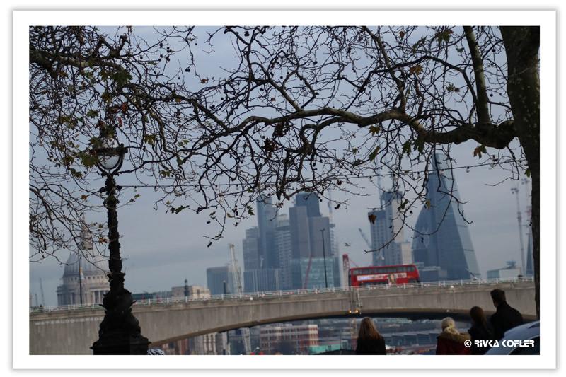 לונדון - קו הרקיע עם אוטובוס אדום