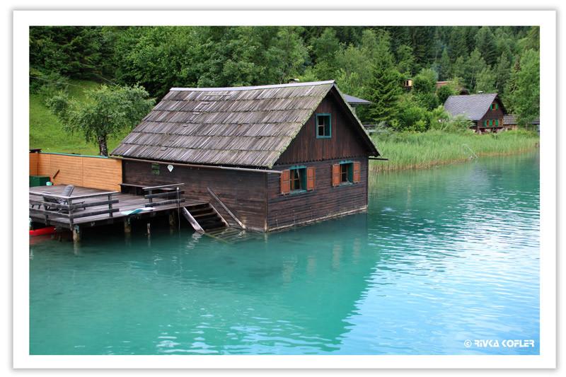אגם בצבע טורקיז, בית סירות