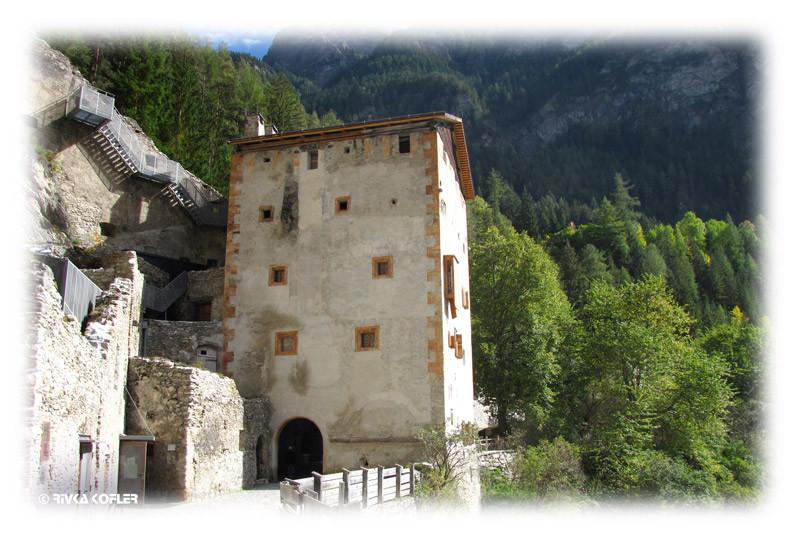 מבנה אחד של המנזר