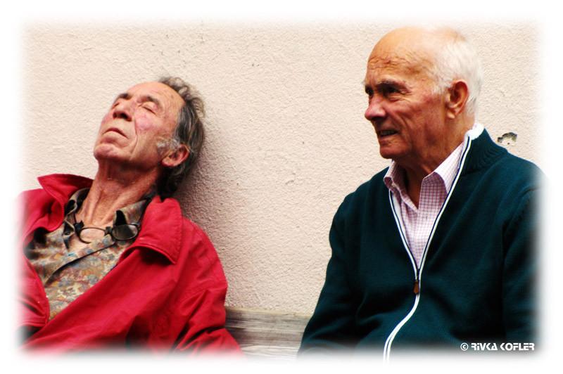 שני אנשים מבוגרים