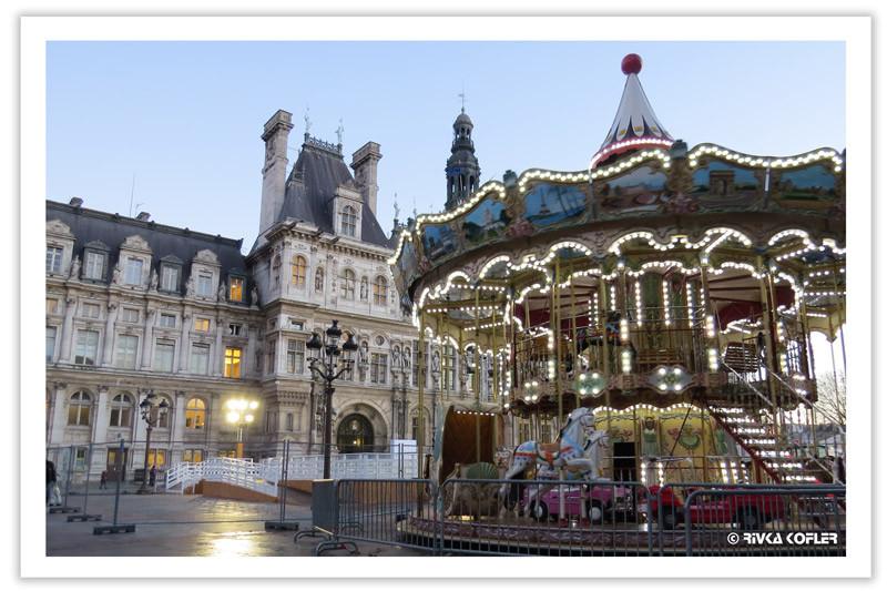 קרוסלה ובית עיריית פריז