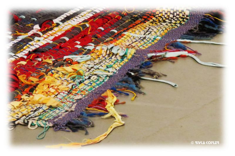 שטיח ארוג צבעים עזים