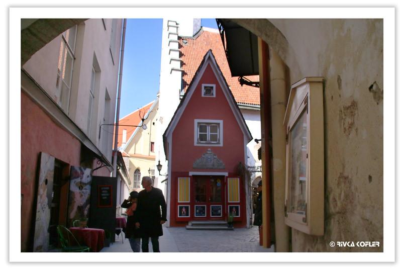 בתים קטנים צבעוניים
