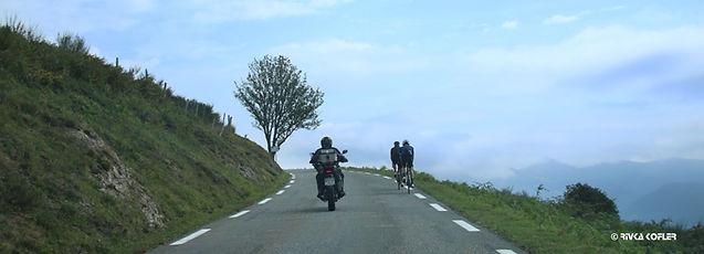 רוכבים בכבישי הפירנאים