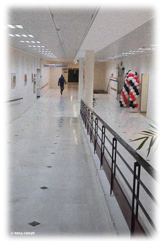 בלונים במסדרון