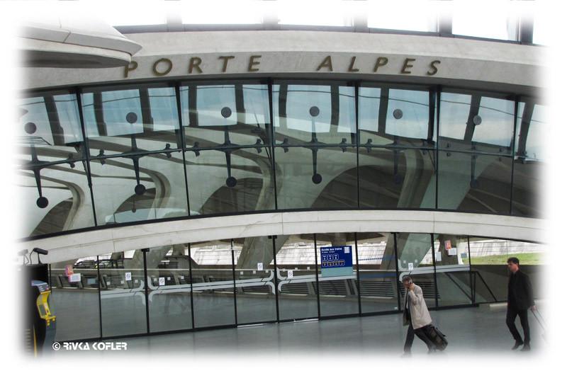 תחנת הרכבת בשדה התעופה ליון. עיצוב: קלטראווה