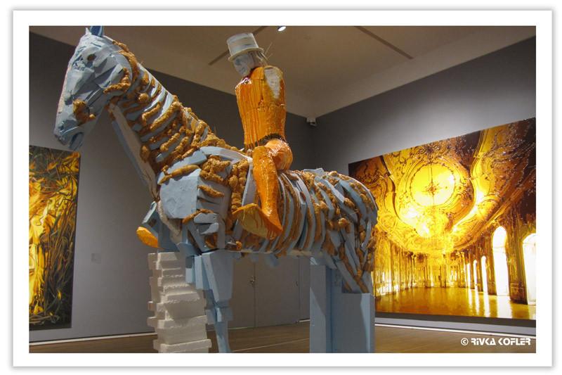 יצירות צהובות במוזיאון