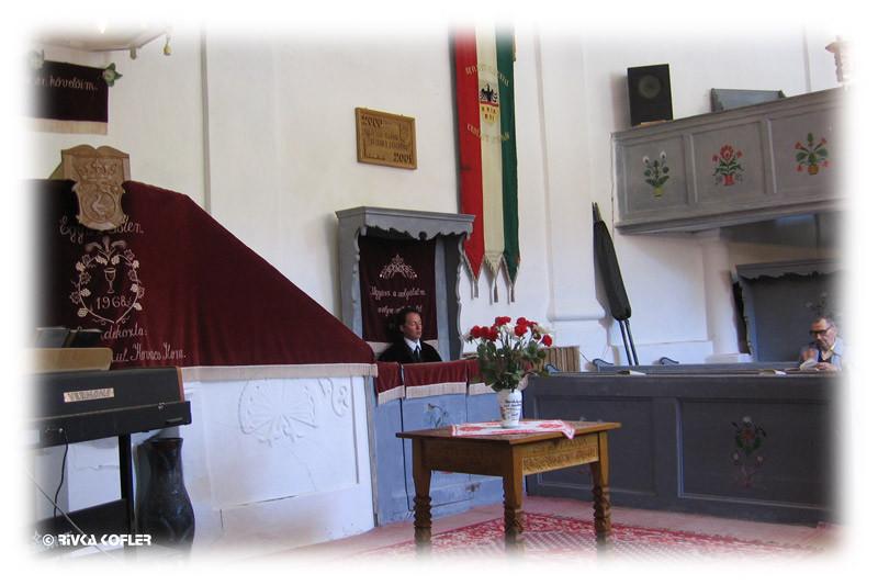 הכומר והכנסייה