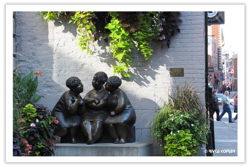 פסל שלוש נשים