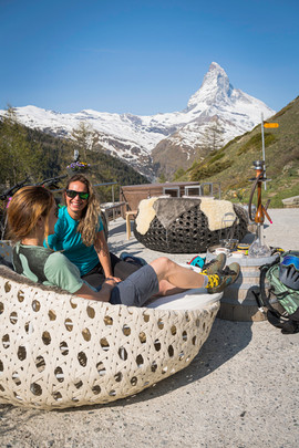 Enjoy the famous Zermatt sunset on one of the best mountain huts in Zermatt. Including the bike, the guide, 1 shisha and 1 softdrink.
