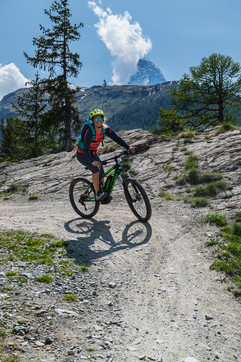 Enjoy the trails on our rental (e-)bikes. Check out our fleet.
