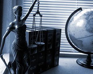 lady-justice-2388500_1920.jpg