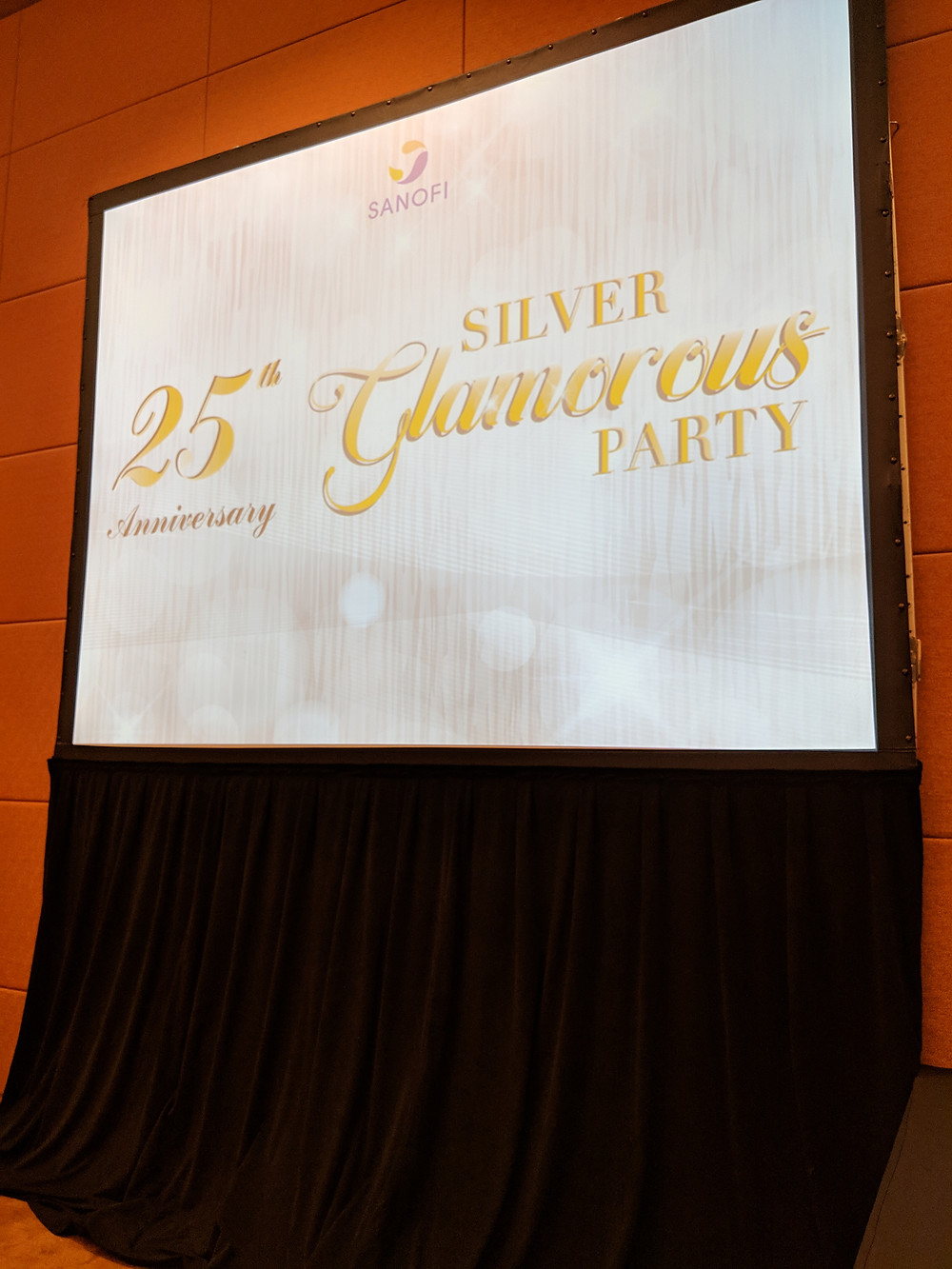 Emcee Singapore - Ainsley Chong, Sanofi 25th Anniversary Silver Glamorous Party