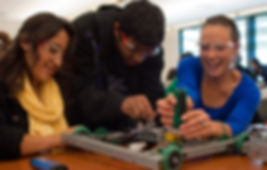 Students_work_on_robots_at_Cañada_Colleg