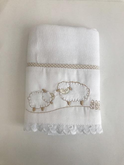 Fralda ombro ovelhas branco e bege