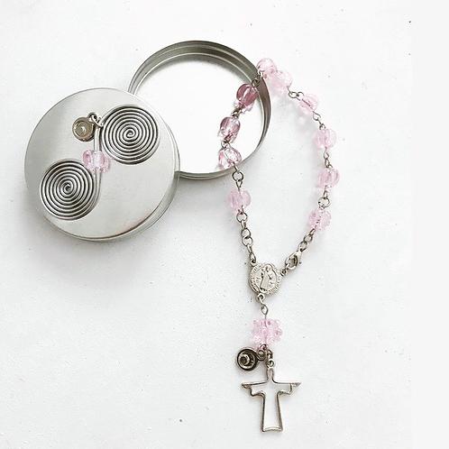 Terço Murano rosa bebê na latinha