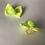 Thumbnail: Par mini lacinho pompom amarelo neon com elástico.